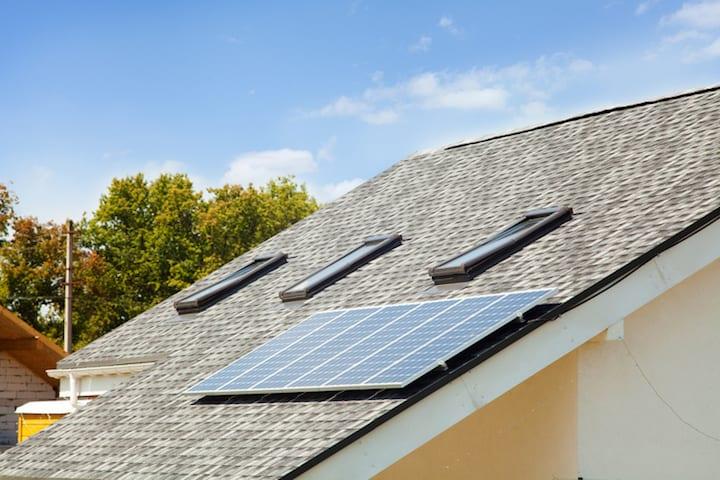 Glaswol dakisolatie is ideaal voor een hellend dak