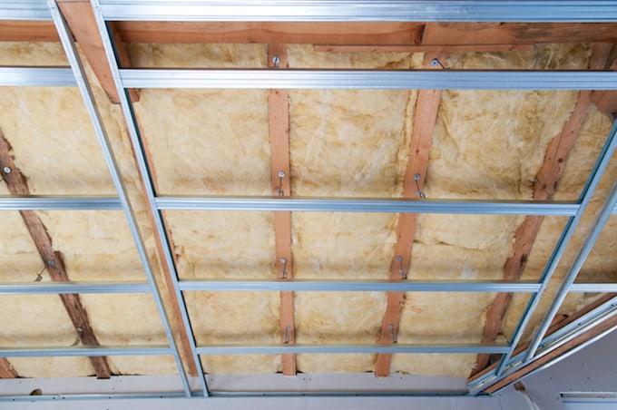 Geluidsisolatie in plafond van plat dak