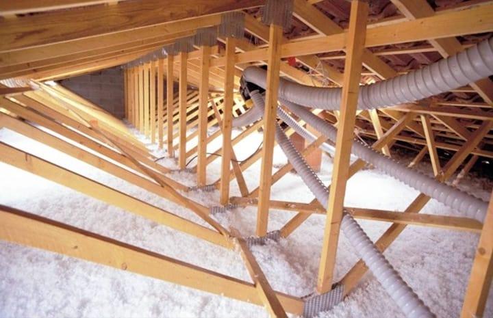 Gespoten glaswol / Supafil Loft op zoldervloer