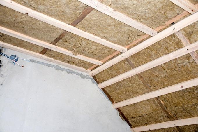 Onderdak geïsoleerd met milieuvriendelijke houtwol isolatie