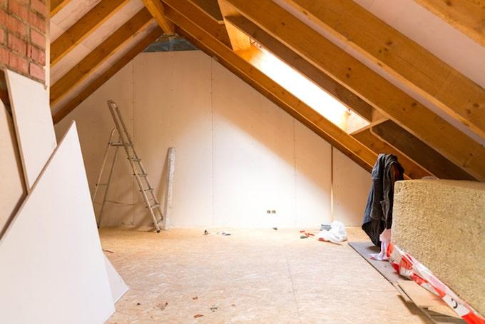 Hellend dak isoleren heeft vele voordelen